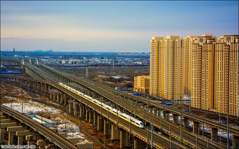 2016年2月13日。天津市西青区。重联CRH380B行驶在津霸客专。(图/8K-135)