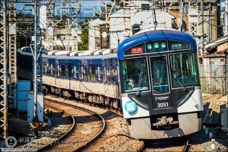 2016年3月15日。日本。京阪鸟羽街道站,担当淀屋桥方向特急班次的3000系正在接近车站。(图/CNAurora)