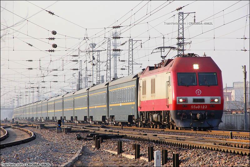 2016年1月27日。良乡站北咽喉,京局京段SS9G牵引Z50次(成都-北京西)通过。(图/CRH380A-6062L)