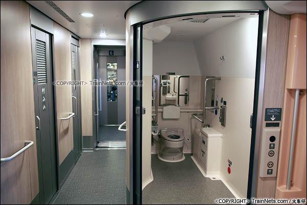 2012年2月。日本。E5系新干线列车。残疾人卫生间。(图/火车仔)