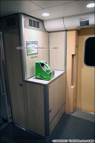 2012年2月。日本。E5系新干线列车。公用电话。(图/火车仔)