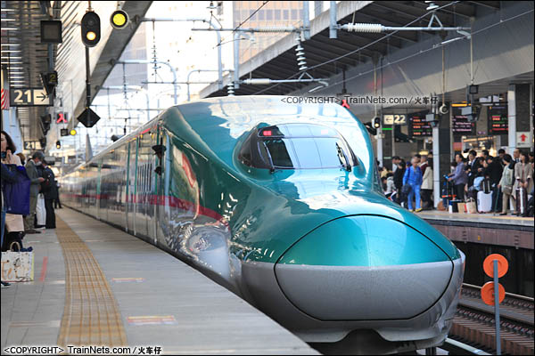 2015年。东京上野站。E5系新干线列车。(图/火车仔)