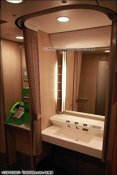 2012年2月。日本。E5系新干线列车。洗手池。(图/火车仔)