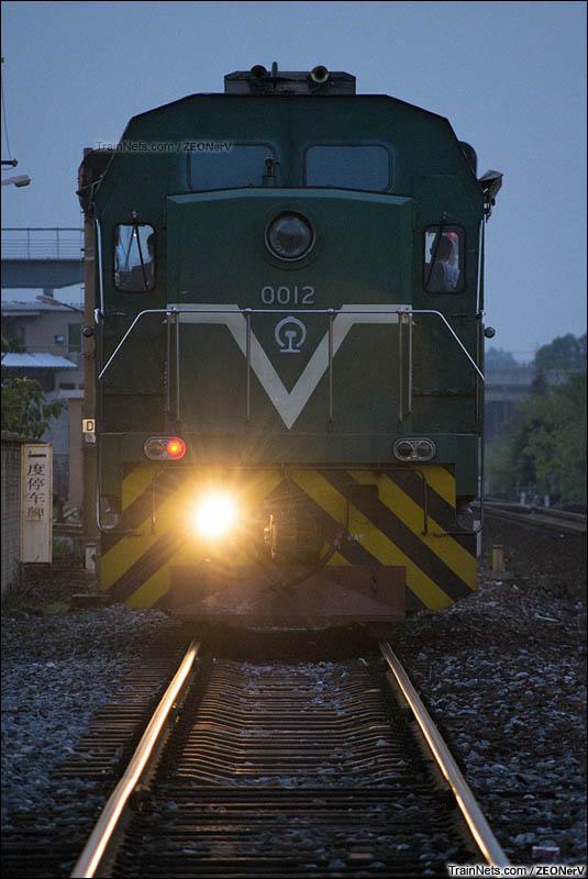 2016年1月17日。广茂线,佛山至街边区间。GK1CB-0012完成调车作业,单机返回街边站。(图/ZEONerV)
