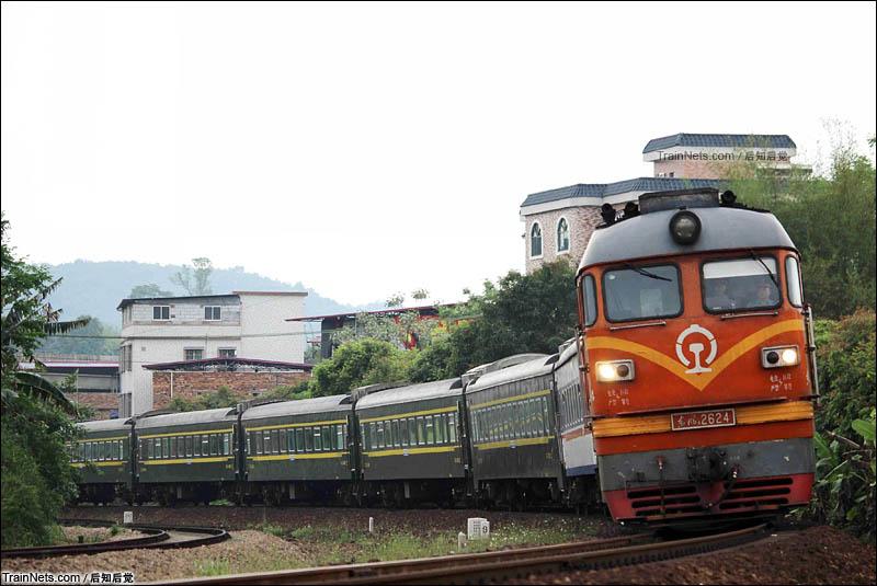 2016年4月16日下午。广梅汕铁路。K9190次前往梅州站换T8381。(图/后知后觉)