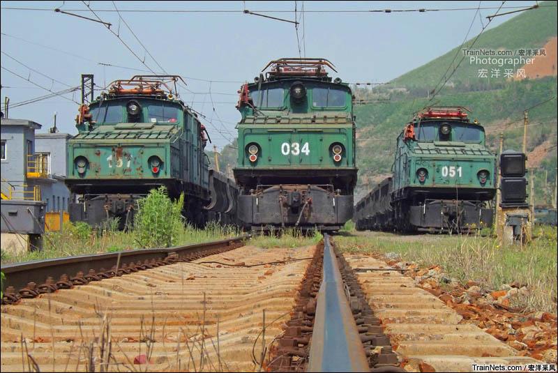 """2016年5月。鞍钢矿业公司大孤山铁矿,正在歇息的""""鳄鱼群""""。(图/宏洋采风)"""