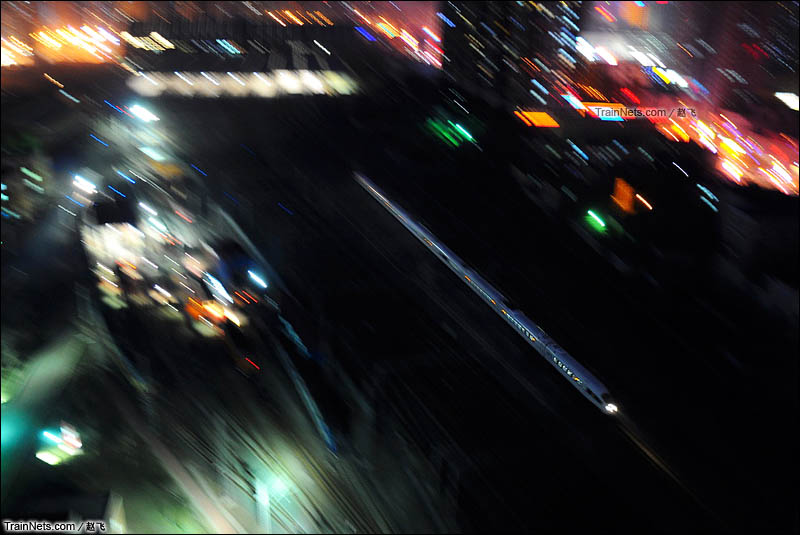 2013年4月21日。哈大高铁。沈阳站-沈阳南站。沈阳站出发的380B好似离弦之箭飞往大连。(图/赵飞)