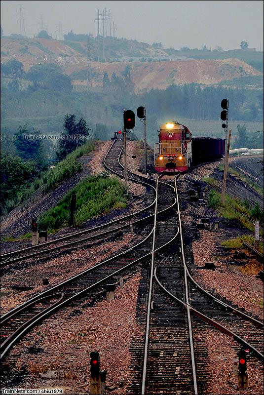 2016年。河南平顶山矿区铁路四矿支线,DF7G牵引小运转列车。(图/chiu1979)