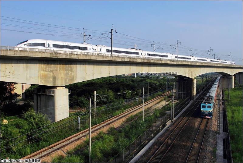 2014年8月。广东广州。京广新旧线列车上下交汇。(图/动车摄影迷)