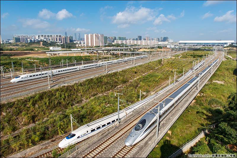 2016年7月。广西南宁。清晨,南宁东站枢纽异常繁忙,多趟动车并行交汇进出站。(图/杆哥在地铁二号线)