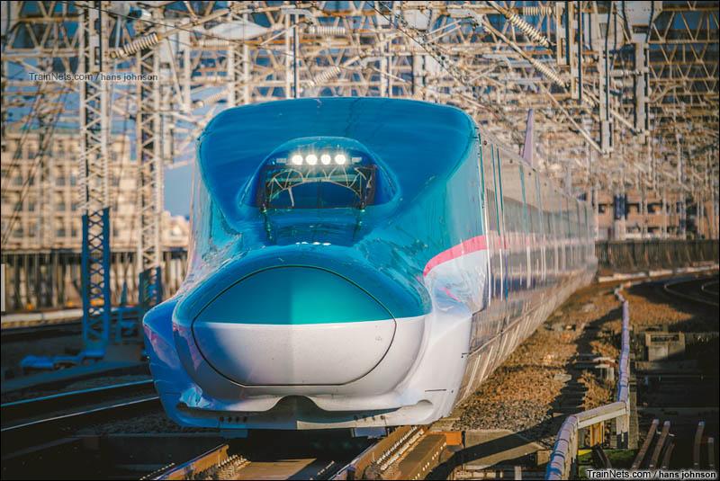 2016年2月。日本琦玉县,东北新干线E5系驶入大宫站。(图/hans johnson)