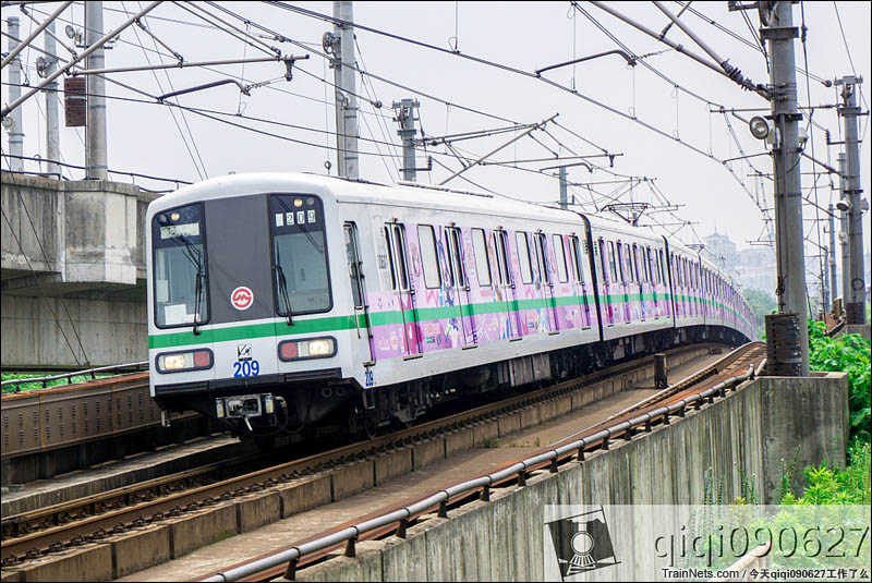 2016年7月12日。时隔两年,上海地铁2号线lovelive痛车再度飞跃龙阳路过山跳。(图/今天qiqi090627工作了么)