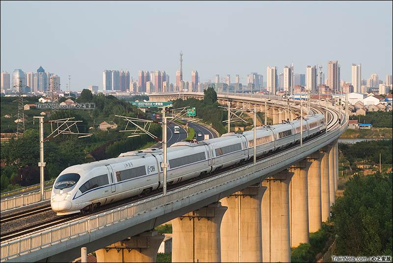 2016年6月。CRH380BL型动车组即将驶入青荣城际烟台南站。(图/心之安放)