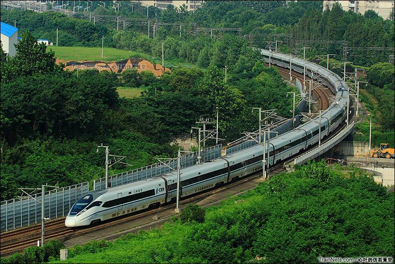 2016年7月17日。沪宁城际铁路。CRH380D进入南京站。(图/心叶的仿若青空)