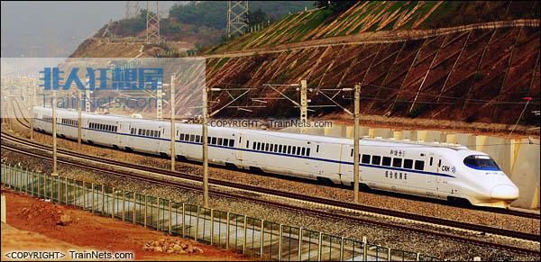 正在参与渝万线联调联试的CRH2-010A综合检测车。(图/TrainNet)