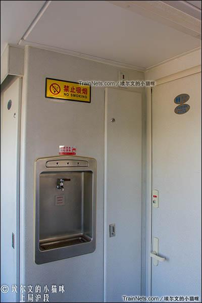 2016年6月。朔黄铁路GCY720型公务监察车。客室。饮水机、洗手间。(图/埃尔文的小猫咪)
