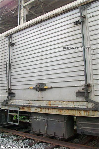 广州机保段。B10B型机械保温车。车门。(图/林志华)