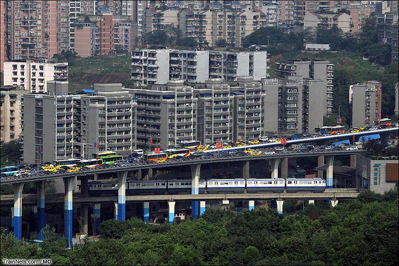 2015年8月。重庆轨道交通3号线列车进入华新街站。(图/MD@CRH380A-6059L)
