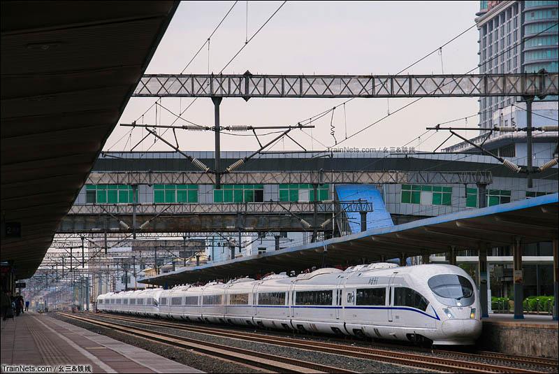2016年4月21日。胶济客专淄博站一站台,从4月15号之后济南铁路局所有CRH380CL型动车组全部转配京局与沪局,济局再无CL。只剩下380B与380A在此安家。(图/幺三&铁线)