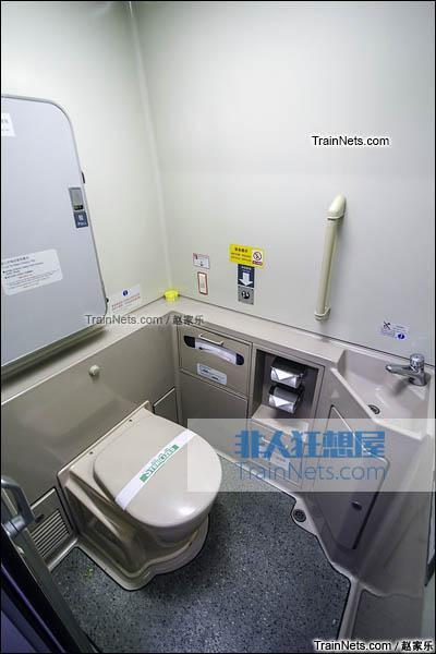 2016年8月6日。CRH2E型卧铺动车组。坐式卫生间。(图/赵家乐)