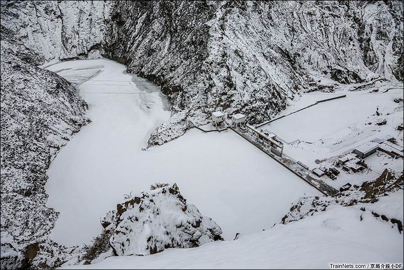 2016年1月。北大河峡谷底下的小电站。(图/京局介段小DF)