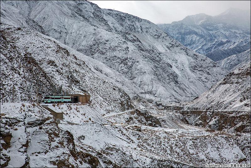 2016年1月。驶出隧道的双机SS3。(图/京局介段小DF)