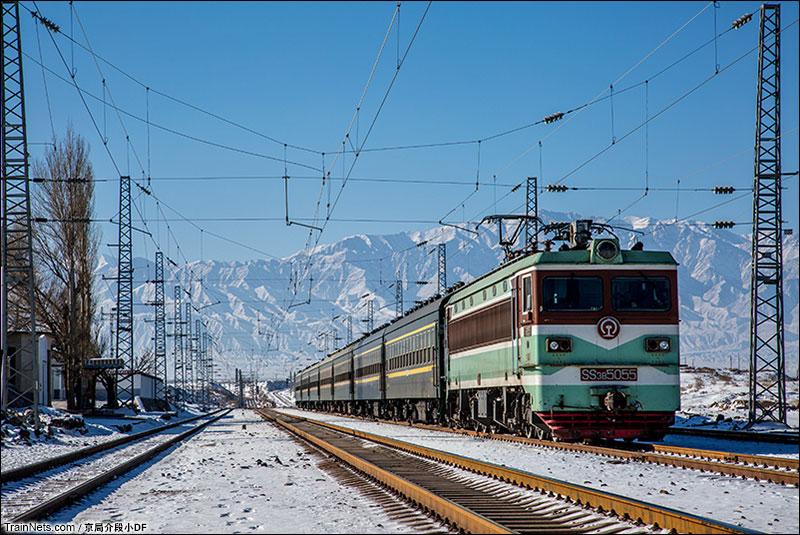 2016年1月。停在桥西站的7522次列车。(图/京局介段小DF)