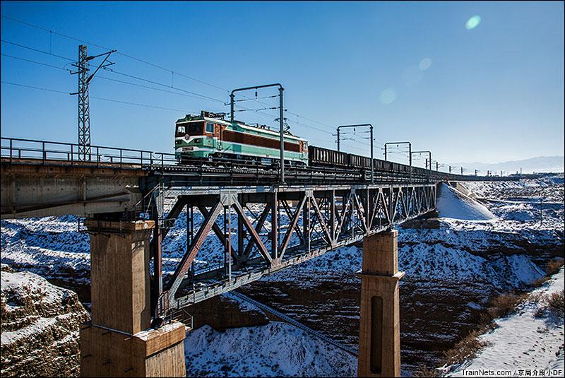 2016年1月。戈壁峡谷,深涧铁桥。(图/京局介段小DF)