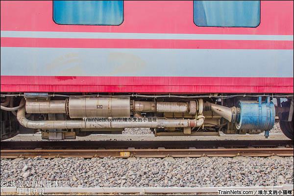 2016年8月。西宁机务段。青藏铁路天安型公务车。柴油机排气管。(图/埃尔文的小猫咪)