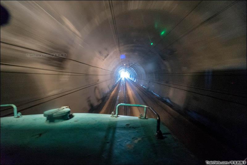 2016年6月。南京。ND5穿越京沪线的唯一隧道,850米长的栖霞山隧道。(图/宁东的狮子)