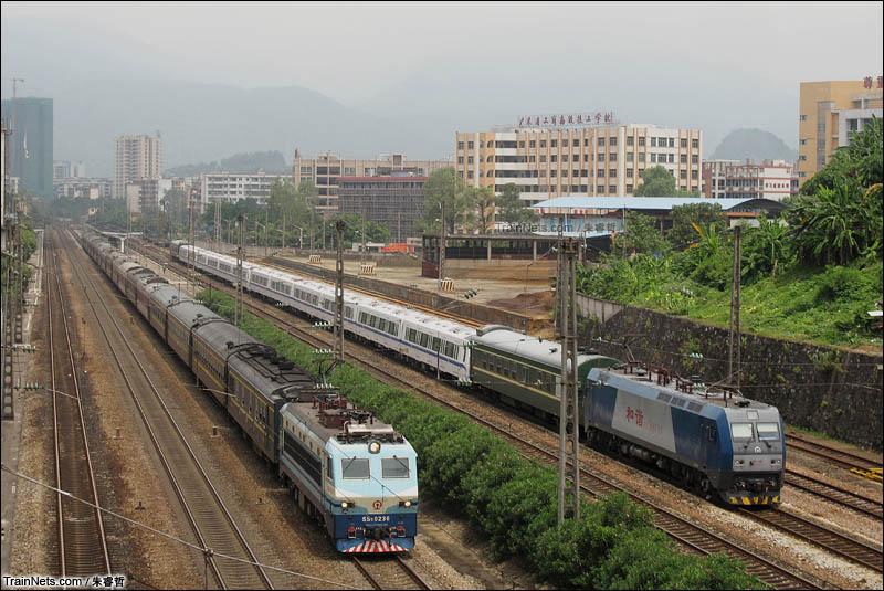 京广铁路火车视频_非人狂想屋 | 你的火车发源地 » K1171次乐昌站超越侧线待避地铁列车