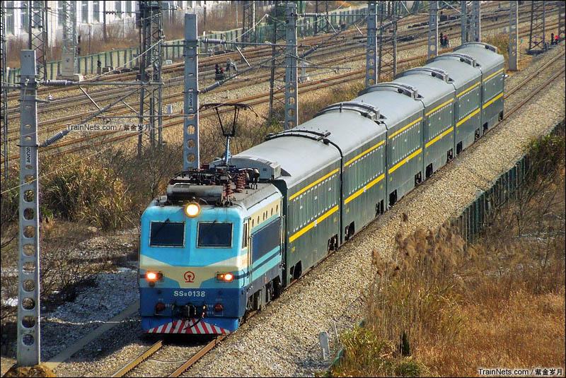 2016年2月18日。春运期间,经由京广线捞刀河站驶入石长线的T8336次城际旅客列车。目前该车已更换为RZ25Z型车底。(图/紫金岁月)