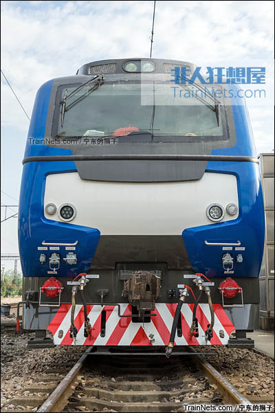 2016年11月。南京。HXN5K型交流传动客运内燃机车。(图/宁东的狮子)