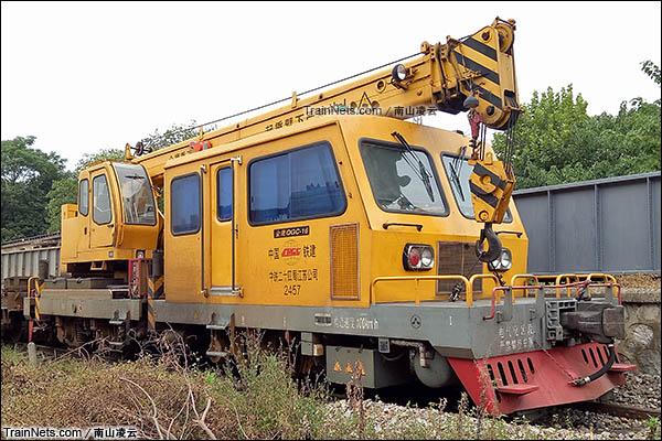 金鹰QGC-16型轨道起重作业车。(图/南山凌云)