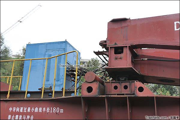 2015年11月。衡阳。DK36A型落下孔车。液压机构。(图/范国平)