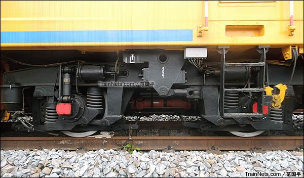 配属广州工务大修段的YHG-1200X型焊接车。转向架。(图/范国平)