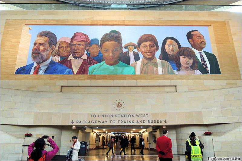 洛杉矶火车站内描绘民族团结的壁画。