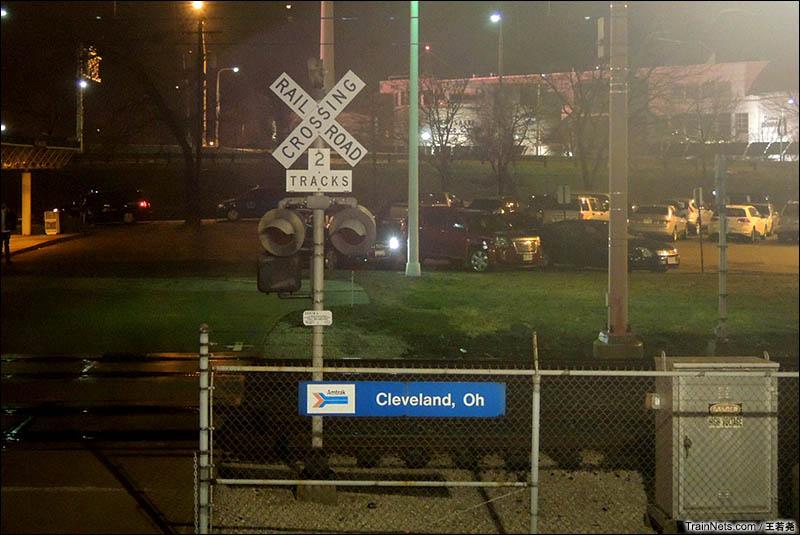 夜间途径俄亥俄州克利夫兰。