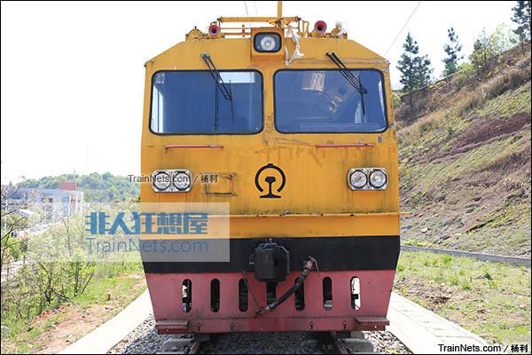 2016年3月。衡阳机务段。TY2型接触网作业车。(图/杨利)