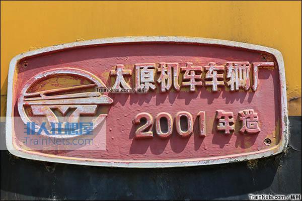2016年3月。衡阳机务段。TY2型接触网作业车。机车厂牌。(图/杨利)