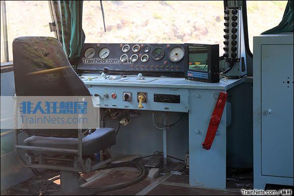 2016年3月。衡阳机务段。TY2型接触网作业车。驾驶室。(图/杨利)