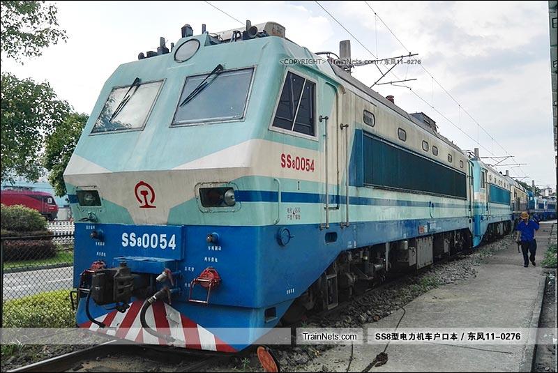 2016年06月24日。南昌机务段。(图/东风11-0276)