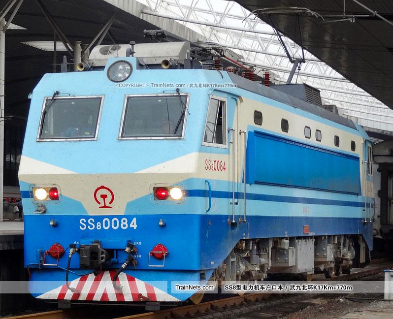 2012年9月10日。武昌站。SS8-0084。(图/武九北环K17Km+770m)