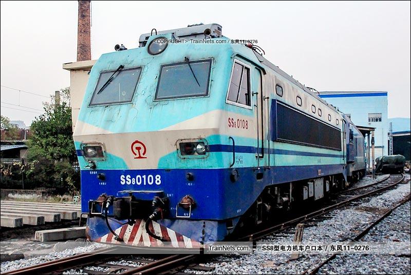 2015年10月22日。南昌机务段。SS8-0108。(图/东风11-0276)