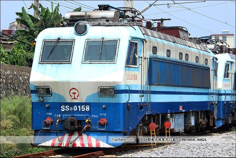 2016年8月9日。广州机务段。SS8-0158。(图/CRH380A-6062L)