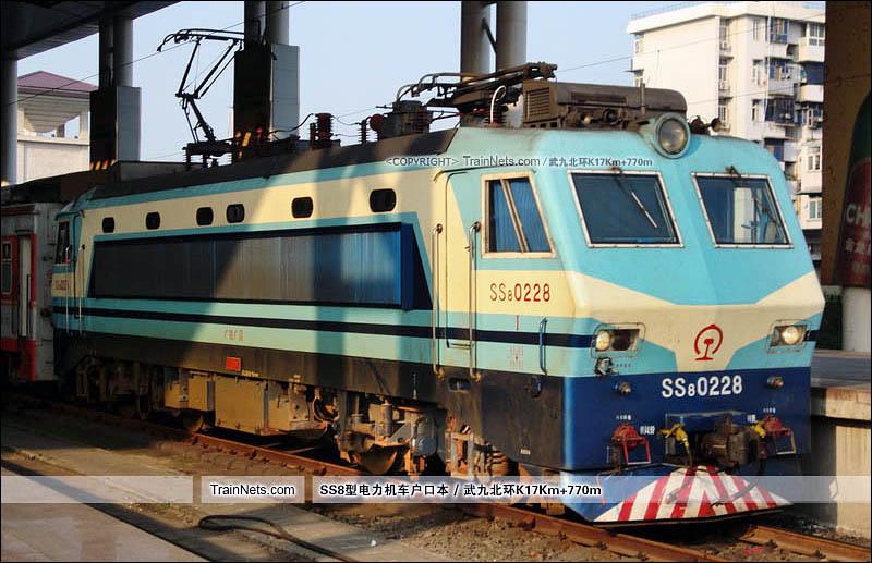 2012年05月10日。武昌站。SS8-0228。(图/武九北环K17Km+770m)