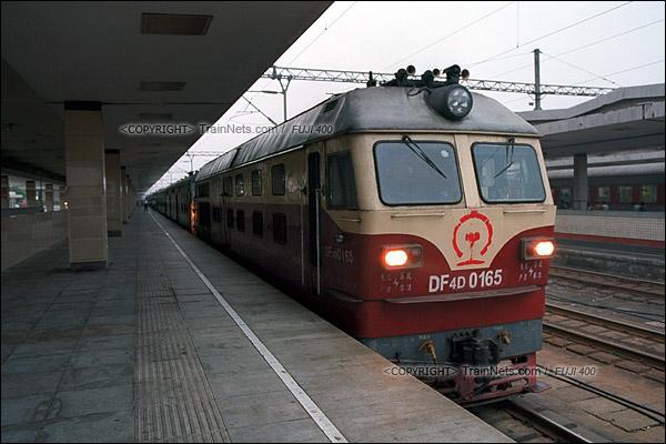 2012年8月25日。清晨,长沙至韶山的5365次绿皮车。(D4233/火车仔)