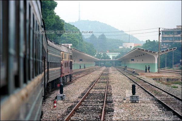 2012年8月25日。长沙至韶山的5365次绿皮车。列车进入韶山站。(D4428/火车仔)