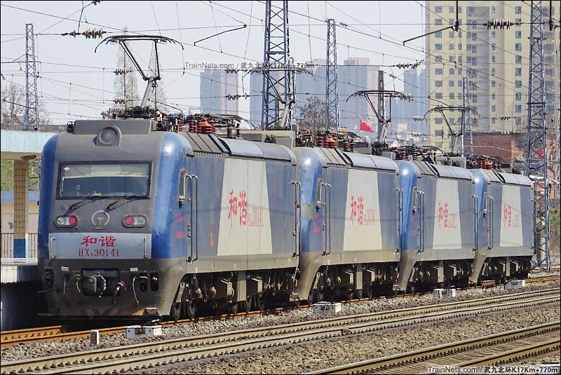 2017年3月27日。四机HXD3型机车信阳站客场3道通过。(图/武九北环K17Km+770m)