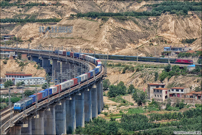 关于青藏铁路的资料_非人狂想屋 | 你的火车发源地 » 货列与Z21次共同跨越兰州东岗 ...